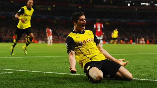 Lewandowski celebrates vs Arsenal