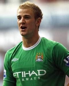 Joe Hart is back in the Manchester City team after being benched by Pellegrini